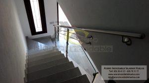 Barandilla o Baranda de Escalera en Cristal y Lineas – Acero Inoxidable