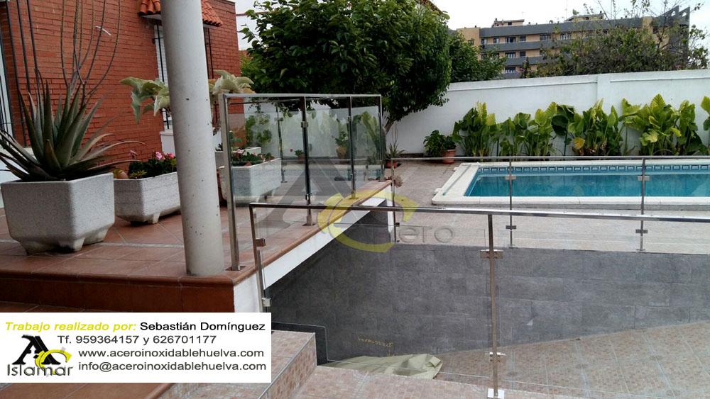 Barandilla de seguridad en Acero Inoxidable y Vidrio para rampa de garaje y piscina.